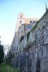 До появления возведенных человеком построек гора Сен-Мишель была лишь скалой с крутыми склонами, высотой в восемьдесят метров. Гранит, из которого она ...