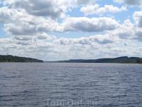 Издалека, долго, течет река Волга...