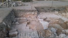 развалины крепости на территории парка Аполлония