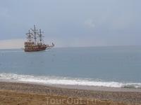 Пиратский корабль на горизонте