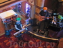 В барах обычно играет музыка.Этот дуэт выступал довольно часто в одном из баров.