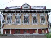 А это - дом Пивоваровых, XIX век.