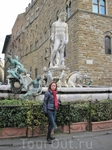 Фонтан Нептун, богато украшенный скульптором Бартоломео Амманнати и его помощниками (1563-1575 годы), находится на площади Синьории, Слева от Палаццо Веккио ...