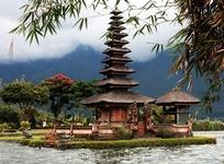 Храм Пуру УлунДану Братан. Озеро Братан