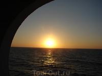 встречаем закат в море