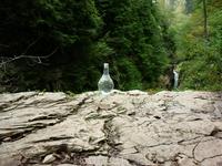Чистейшая горная вода от природных фильтров, не нуждающаяся ни в какой рекламе - очень пригодилась по дороге домой.