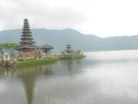 Храм Улун Дану и озеро Братан