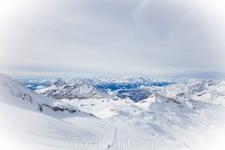 Вид с верхней точки курорта, границы Италии и Швейцарии.