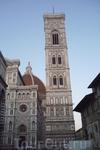 Кампанела  Джотто. Строительство  началось в 1334 году,мраморные барельефы башни должны  были  отражать всю  историю  человечества,но  Джотто  успел  сделать ...