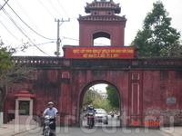 Одни из ворот,оставшихся от старинной крепости Диен Кхань