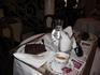 Посидеть, попить кофе в центре Венеции удовольствие не из дешевых, 2 кусочка торта и 2 кофе 40 евро, если стоя, то дешевле)))