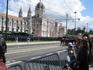 Около резиденции Президента. Очередной парад.