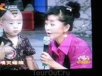 Китайский мальчик с китайского телевидения. И пел, и плясал, и декламировал что-то, совершенно обаял и покорил публику и меня ))
