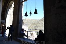 В центре монастыря расположен главный храм в честь Успения Пресвятой Богородицы. Храм зального типа перекрыт коробовым сводом (на подпружных арках) и украшен ...