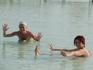 Вдох глубокий, руки шире. В воде Мёртвого моря можно сидеть, как в королевском троне и не упасть, если что...