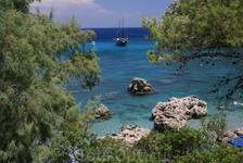 Мне приглянулся пляж Энтони Куин, эта картина напомнила милую моему сердцу Хорватию. Правда, этот пляж куда более скалистый, что понравилось мне еще б