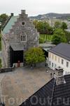 Средневековая крепость Бергенхус с залом Хакона (XIII век) и башней Розенкранца