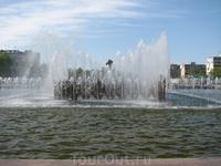 Самый большой фонтан в Самаре - на площади Героев 21 Армии. Только не спрашивайте самарцев, где это площадь находится - данной имя недавно было присвоено ...