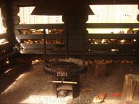 это открытая кухня для тех, кто выбирает жить в палатках. На этой кухне они могут закоптить рыбку, сделать шашлыки.