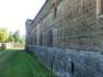 Две боковые башни – Фалконьера и Кастеллана (дель Тезоро), выполнены в форме квадратных столпов. В1482 г. герцог Лодовико Сфорца пригласил ксебе вМилан ...