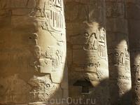 все колоны тоже расписаны, по легенде количество колон соответствует количеству детей Рамзеса