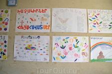 Армения.Монастырь Гандзасар Рядом с монастырем есть детский лагерь.Лагерь международный дети приезжают из разных стран.И очень хороший.Мы попросили сторожа ...