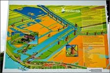 Карта деревни Киндердейк.По легенде, «Kinderdijk» получил своё имя (которое переводится с нидерландского как «детская дамба») благодаря необычному событию ...