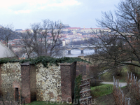 Вид со смотровой площадки Вышеграда на Влтаву и Пражский Град
