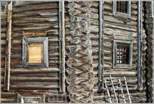 Фрагмент.  За всю свою историю церковь практически не подвергалась перестройке и позволяет увидеть сейчас, как выглядели деревянные храмы в то время. Колокольня ...