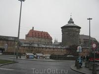 ICE опоздал(для меня-третий раз за месяц!), спаренный автобус на Прагу ушел, и мы зависли в Нюрнберге на два часа.