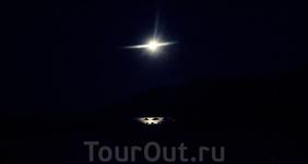 Лунная дорожка от нас до горизонта