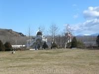 Церковь рядом с домом Ванги