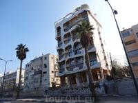 """Дом под названием """"Стекающее мороженое"""". Тель-Авив."""