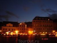 Летней ночью Таллинн не спит - на то он и столица)