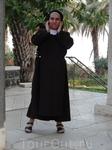 Скромная и красивая монахиня...
