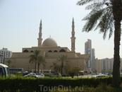 мечети  повсюду.