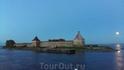 В истоке Невы в районе Шлиссельбурга проплываем мимо легендарной крепости Орешек.