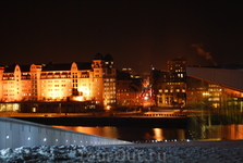 Вид с нового здания Оперы на ночную столицу Норвегии.