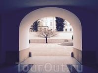 Арка ворот в королевские сады