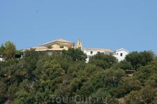 вид на монастырь с моря