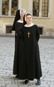 В Кракове повсюду натыкаешься на монашек. Живых (через секунду она укоризненно погрозит мне пальчиком)...