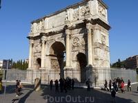 На P.Colosseo сохранилась великолепно декорированная триумфальная арка Константина (Arco di Costantino). Это единственная арка в Риме, которую установили ...