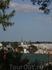 вдалеке видна православная церковь Раквере