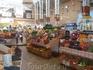 Один из залов Бессарабского рынка.