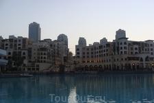 """Канал перед башней Бурж Халифа, где вечером показывают шоу """"Танцующие фонтаны"""""""