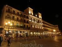 Ночная Plaza Mayor, здание мэрии (Ayutamiento).