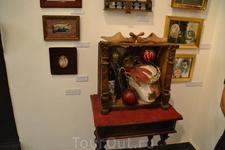 Дом-музей Сергея Параджанова Кроме нас с гидом по залу бродили только иностранцы.