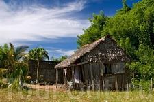 Жилище у малагассийцев из разных материалов