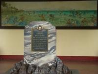 битва местного племени Лапу-Лапу с захватчиками причем памятник погибшим из племени Лапу-Лапу стоит там же, где они убили Магелана))