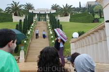 Хайфа. Бахайские сады. 19 террас, поражающих своей строгой красотой, возносятся к небу более, чем на километр.